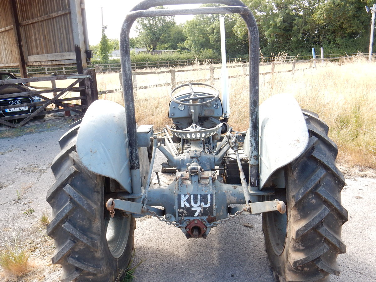 MASSEY FERGUSON GREY FERGIE 2092cc 4 CYLINDER DIESEL 1953 RE For Sale (picture 2 of 3)
