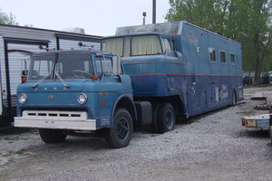 1970  Ford F900 w/Living Quarters