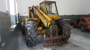1975 MF 25 turbo diesel Telehandler - forks- head gasket needs
