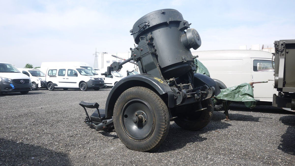 WWII Flak searchlight with trailer For Sale by Auction (picture 1 of 4)