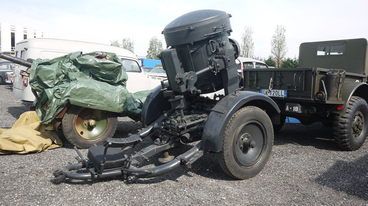 WWII Flak searchlight with trailer For Sale by Auction (picture 2 of 4)