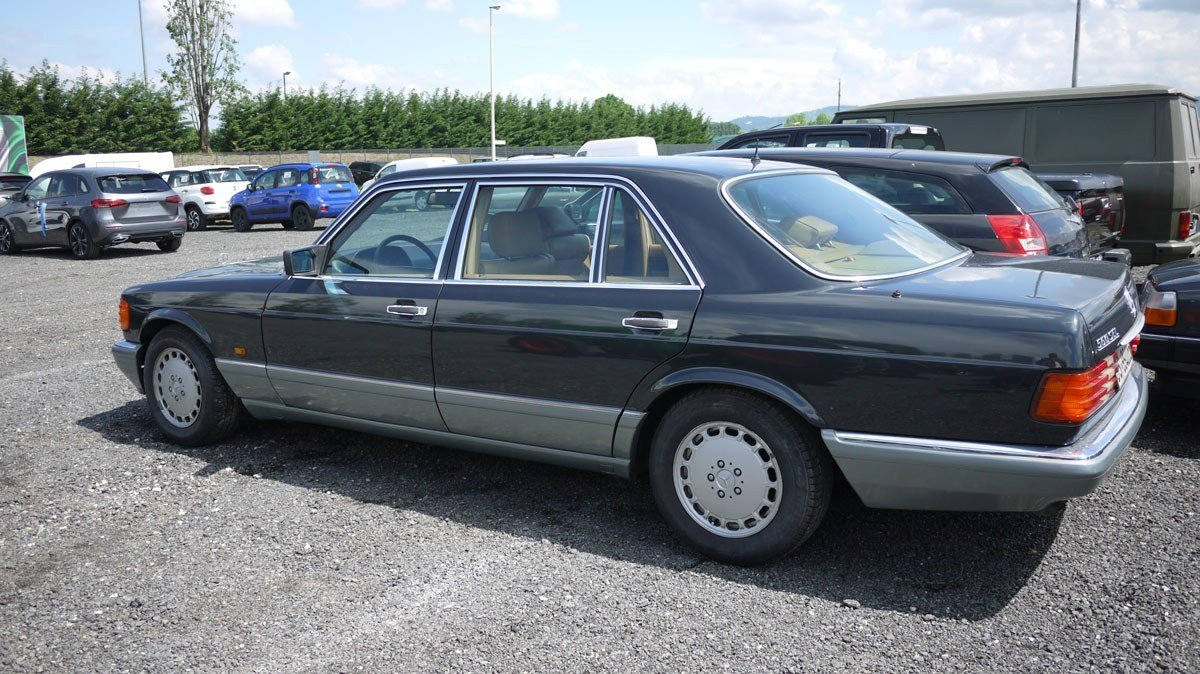 1987 Mercedes-Benz 560 SEL For Sale by Auction (picture 2 of 4)