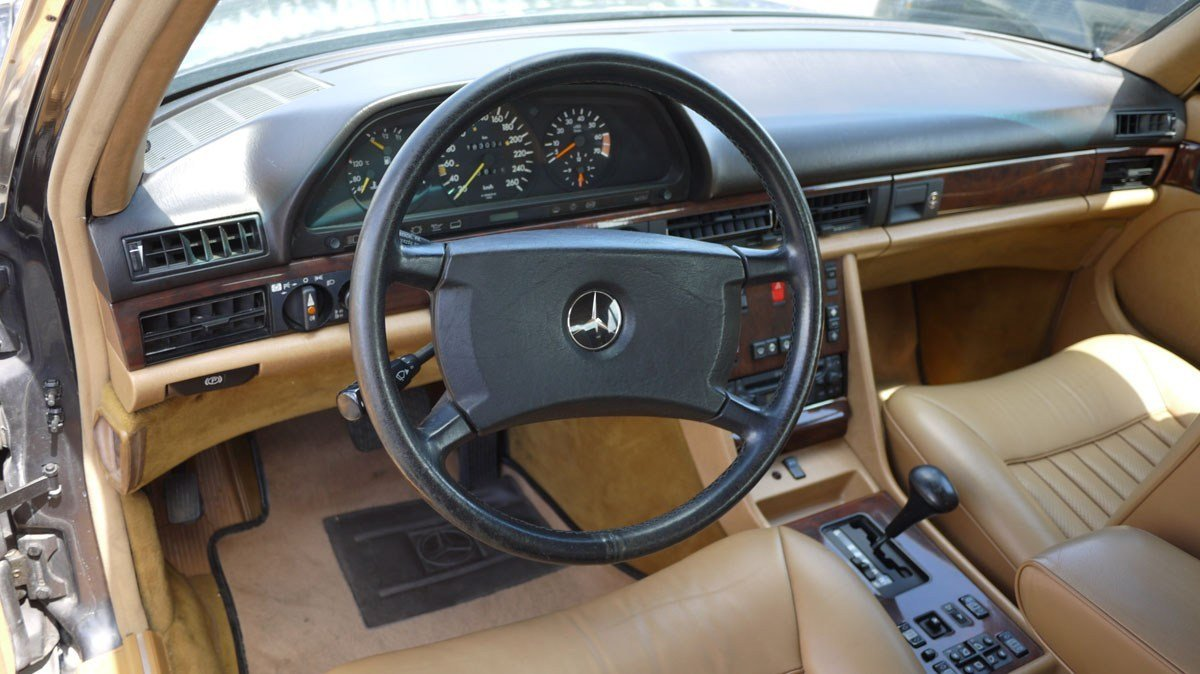 1987 Mercedes-Benz 560 SEL For Sale by Auction (picture 3 of 4)