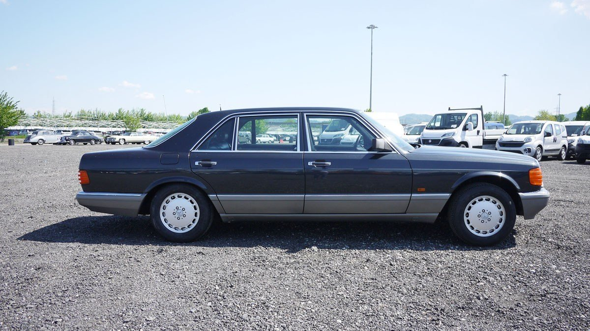 1989 Mercedes-Benz 560 SEL For Sale by Auction (picture 2 of 6)