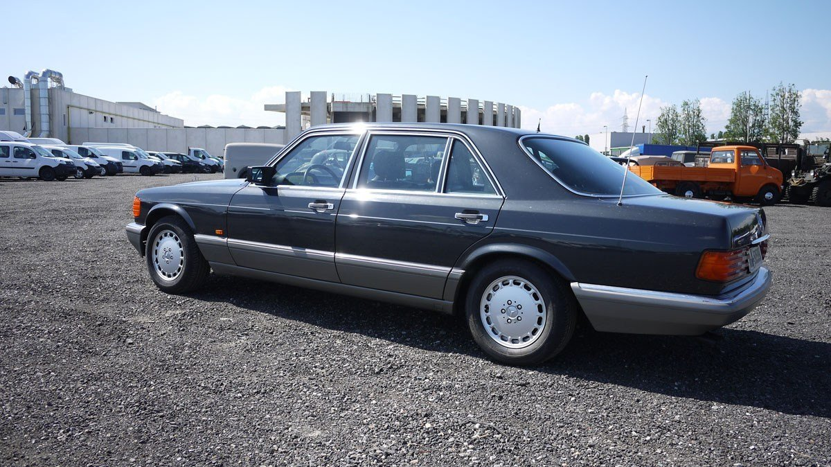 1989 Mercedes-Benz 560 SEL For Sale by Auction (picture 3 of 6)