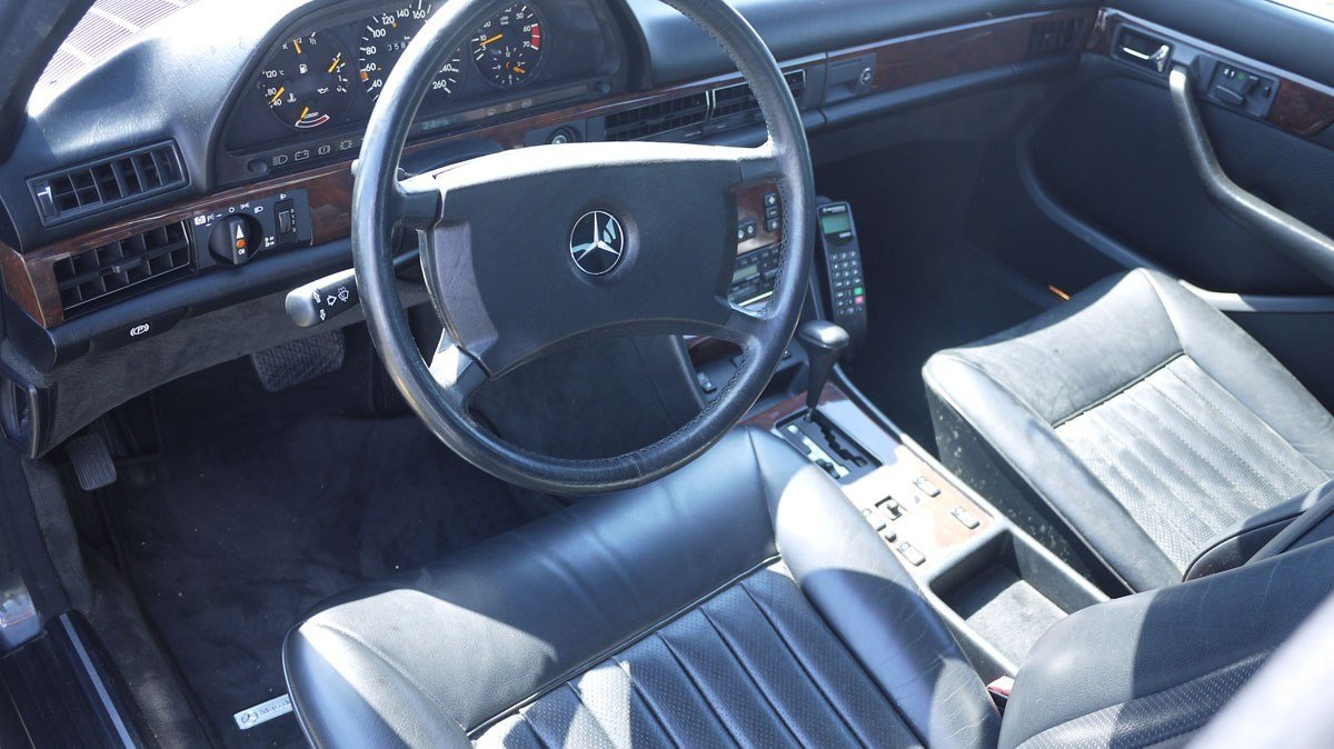 1989 Mercedes-Benz 560 SEL For Sale by Auction (picture 4 of 6)
