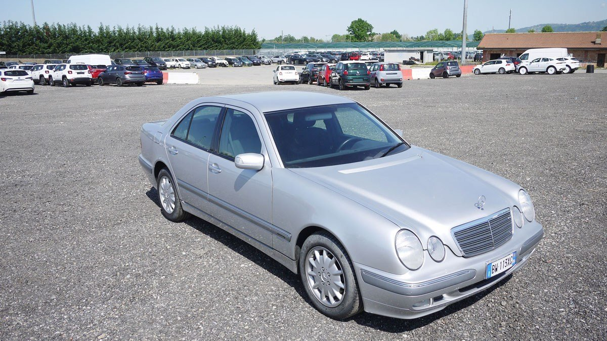 2001 Mercedes-Benz E220 CDi For Sale by Auction (picture 1 of 3)