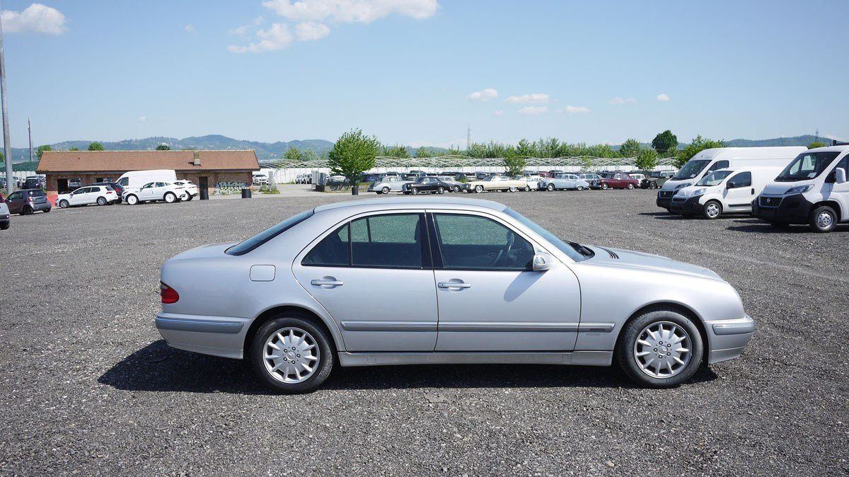 2001 Mercedes-Benz E220 CDi For Sale by Auction (picture 2 of 3)