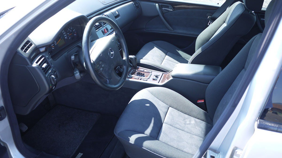 2001 Mercedes-Benz E220 CDi For Sale by Auction (picture 3 of 3)