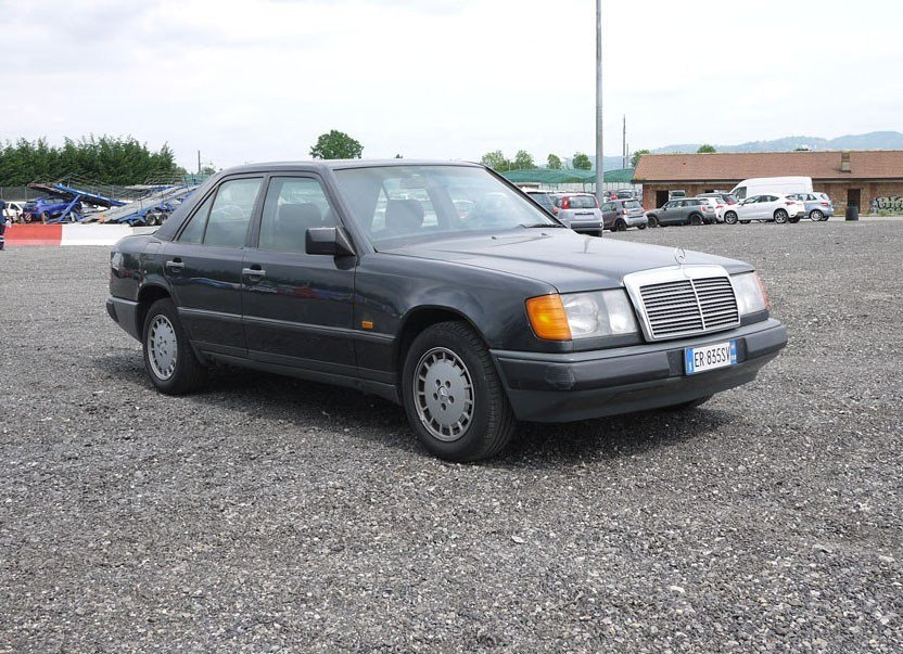 1988 Mercedes 200E For Sale by Auction (picture 1 of 3)