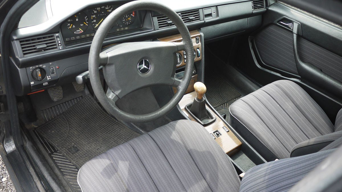 1988 Mercedes 200E For Sale by Auction (picture 2 of 3)