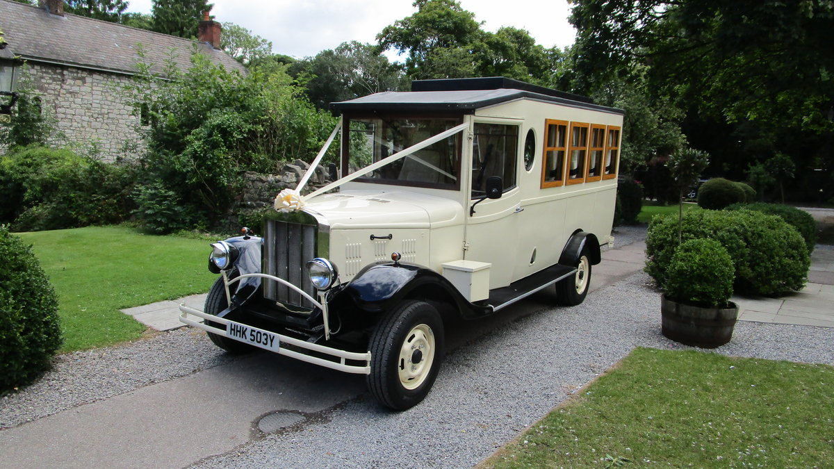 1983 Asquith 8 seater wedding bus For Sale (picture 1 of 6)