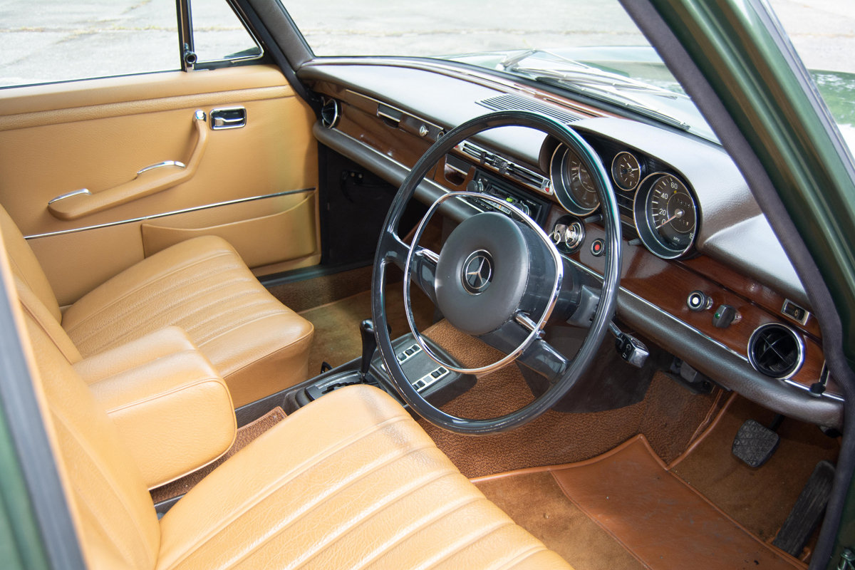 1972 Mercedes-Benz 280SE (W108) 3.5 Saloon SOLD by Auction (picture 4 of 6)