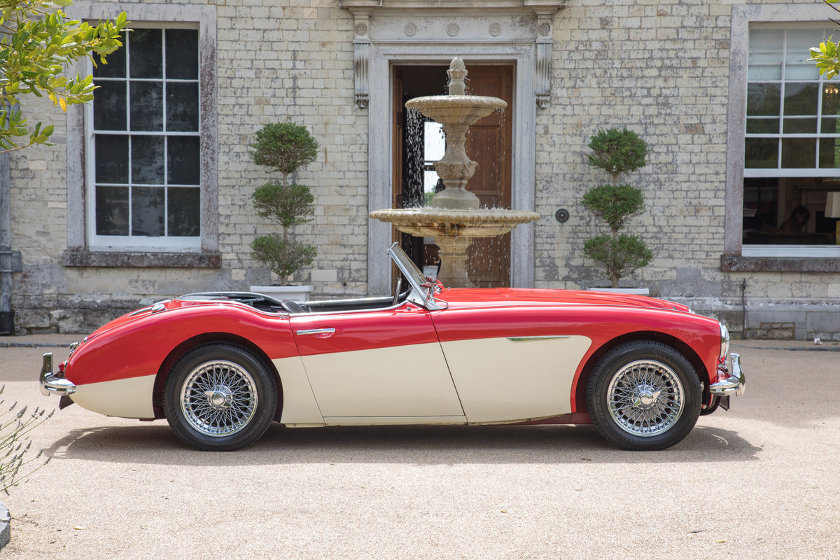 AUSTIN HEALEY 100/6 | FULLY RESTORED, UK RHD & UPGRADED SOLD (picture 3 of 6)