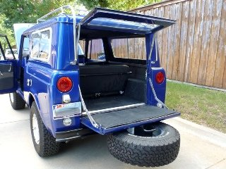 1970 International Harvester Scout = Restored Manual $46.5k For Sale (picture 3 of 6)
