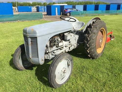 1952 Ferguson TEC-20 Narrow Petrol Tractor at Morris Leslie SOLD by Auction (picture 2 of 6)