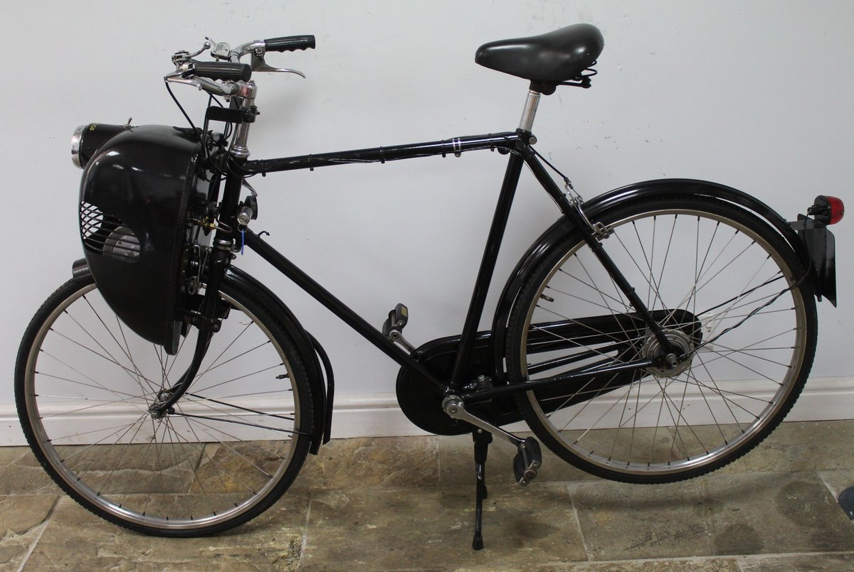1952 Cymoto On A Period Raleigh Sports Tourist Bicycle   SOLD (picture 4 of 5)