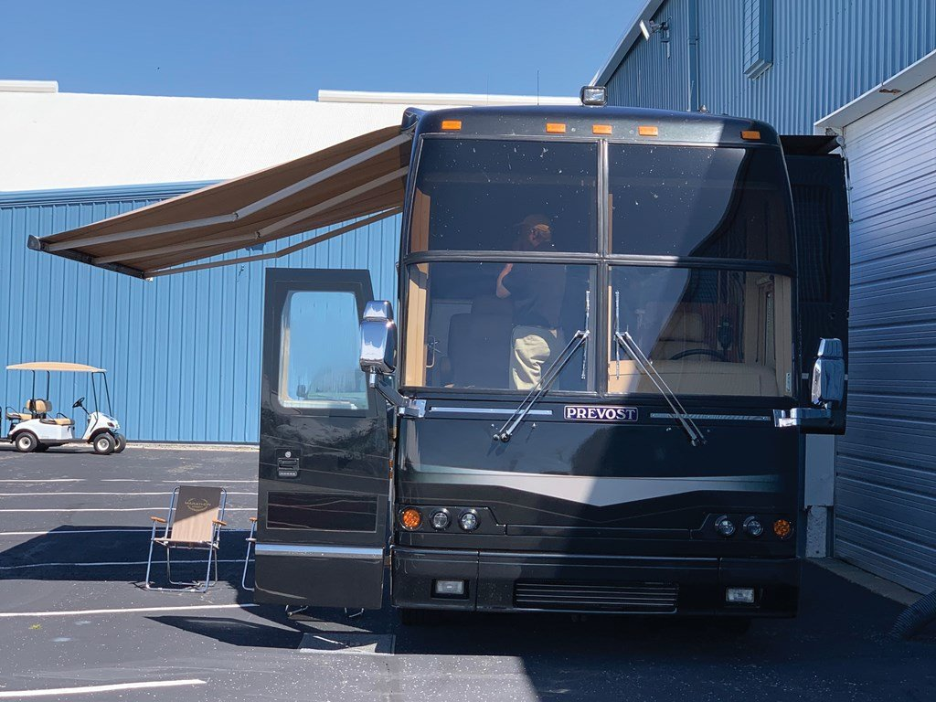 2003 Prevost H3-45  For Sale by Auction (picture 3 of 6)
