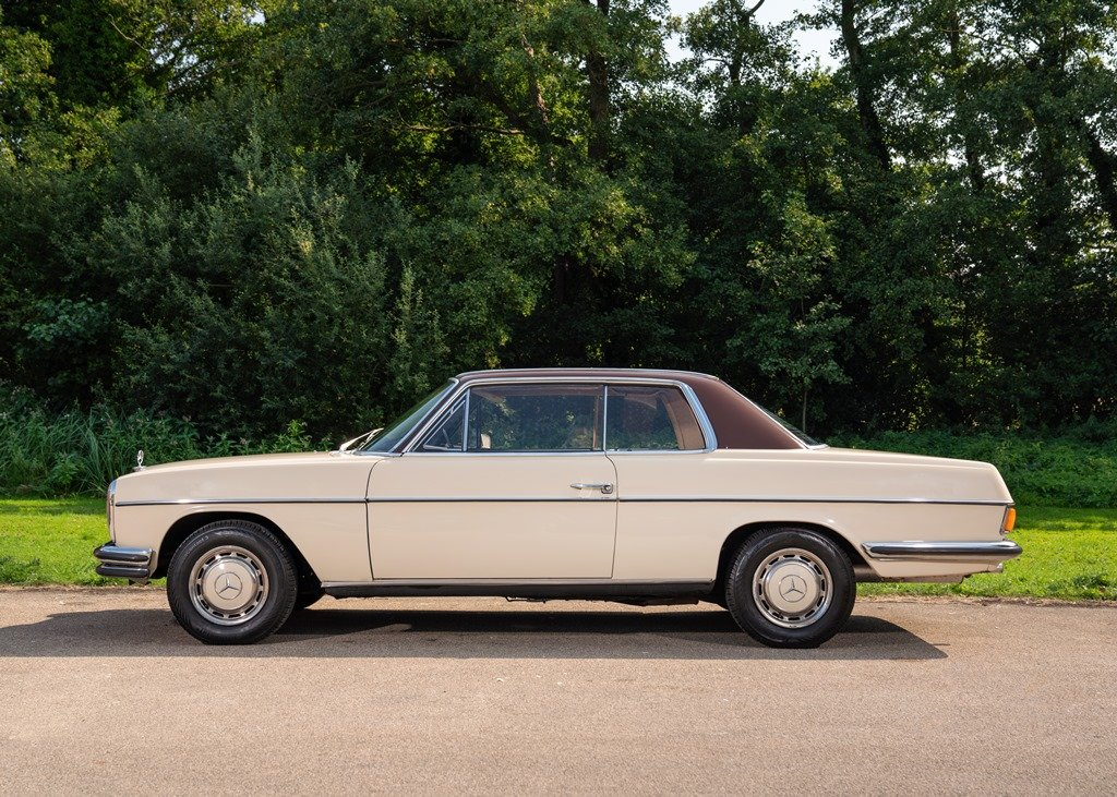 1971 Mercedes-Benz 250 CE (W114) SOLD by Auction (picture 1 of 6)