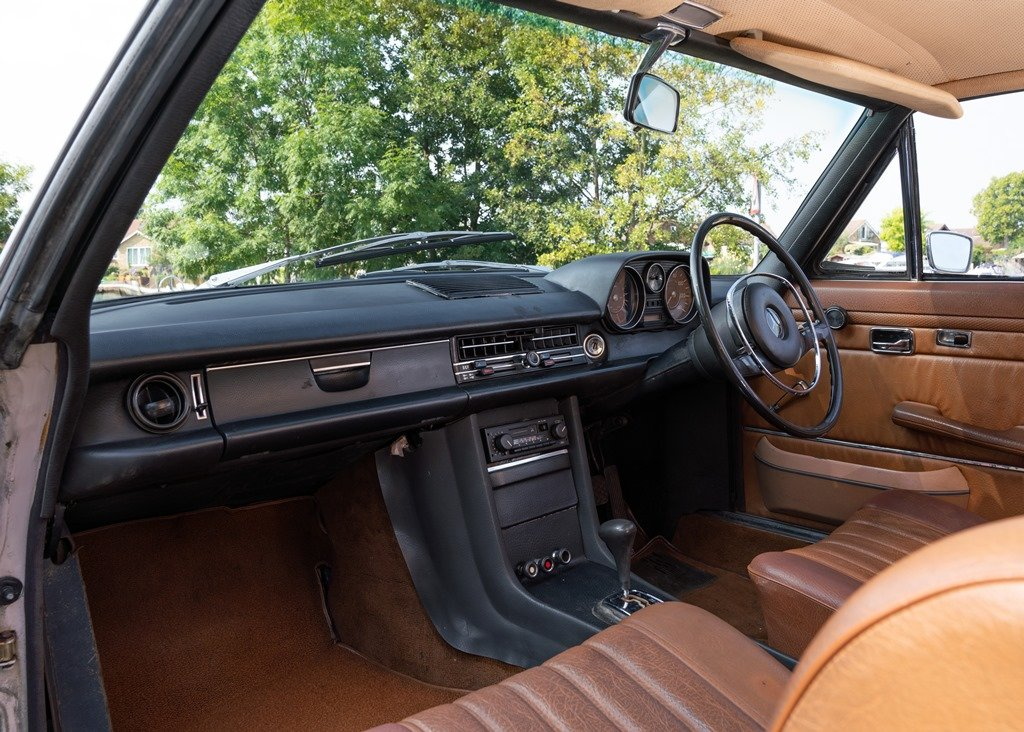 1971 Mercedes-Benz 250 CE (W114) SOLD by Auction (picture 3 of 6)