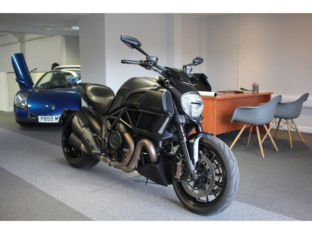 2015 Ducati Diavel 1200 ABS Sports/Tourer 1200.0cc AS NEW CONDITI For Sale (picture 1 of 1)