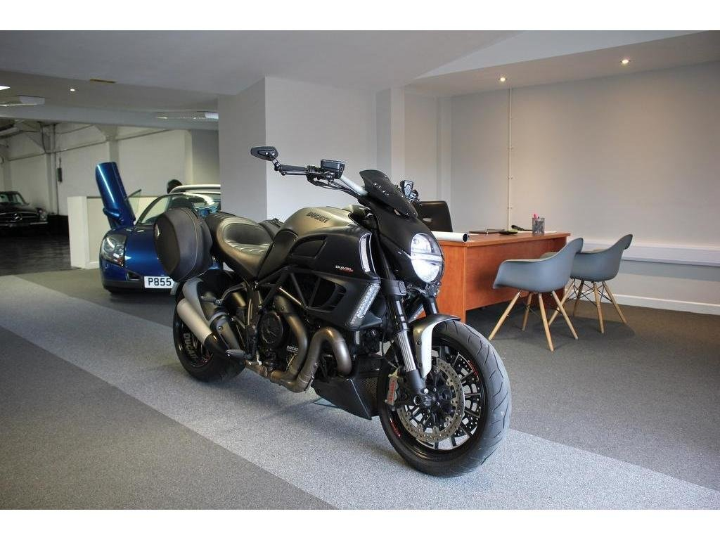 2013 Ducati Diavel 1200 ABS Sports/Tourer 1200.0cc LOVELY CONDITI For Sale (picture 1 of 1)