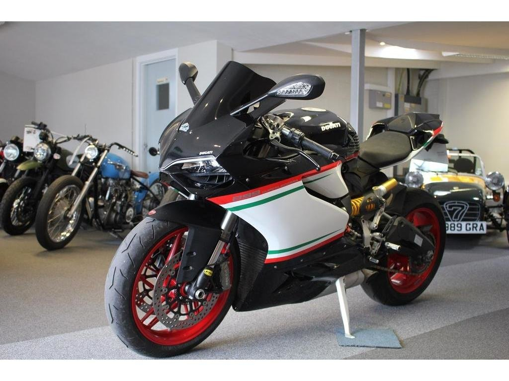 2015 Ducati 899 Panigale ABS Super Sports 900.0cc IMMACULATE BLAC For Sale (picture 1 of 1)
