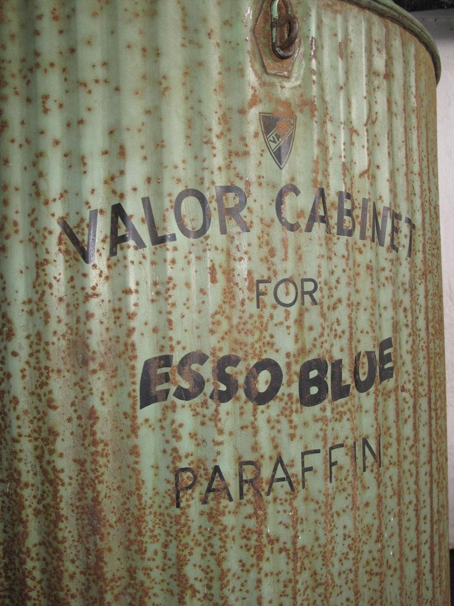 Esso Blue Paraffin Valor Cabinet For Sale (picture 5 of 6)