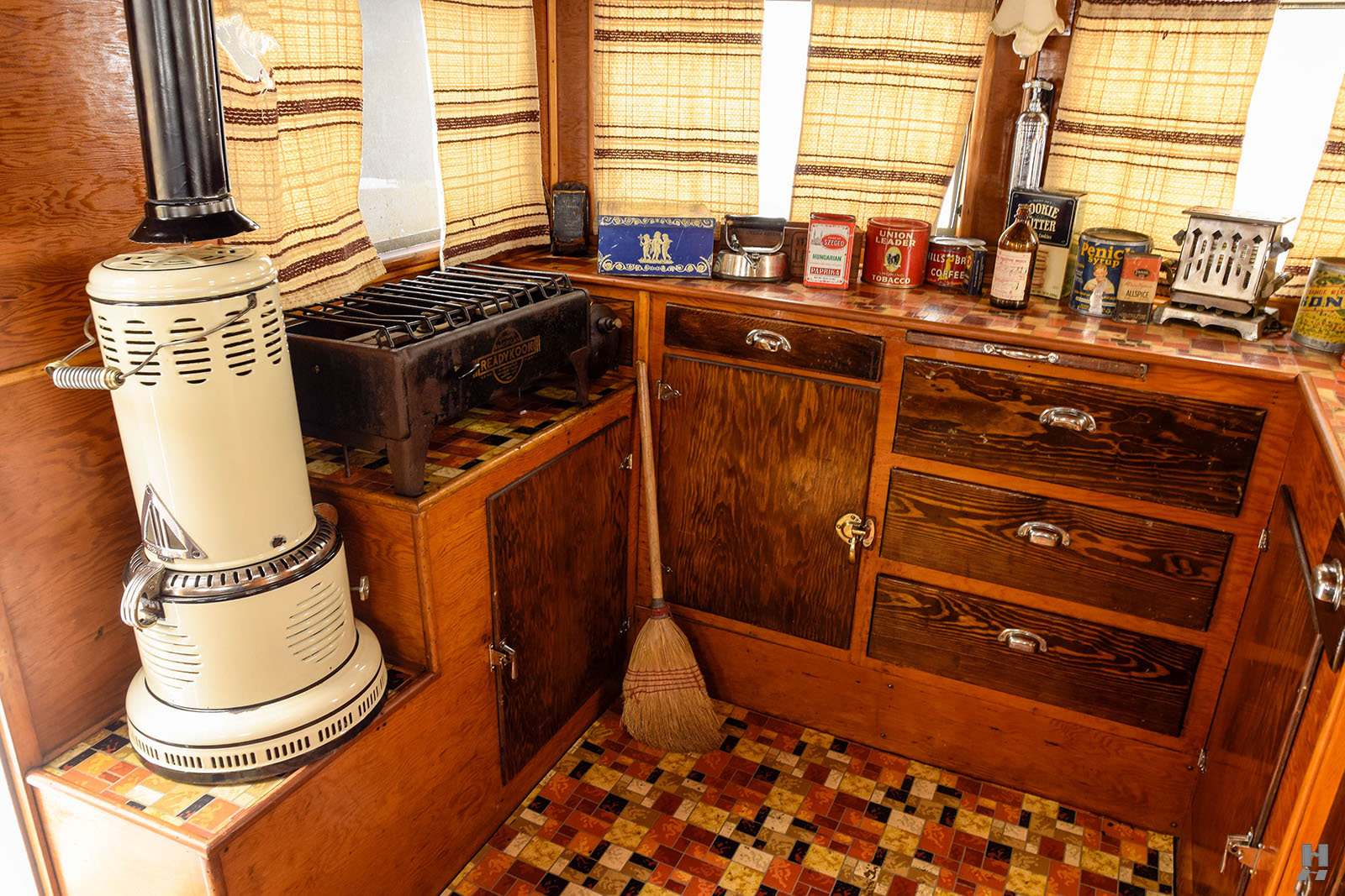 1934 Covered Wagon Camping Trailer For Sale (picture 4 of 6)