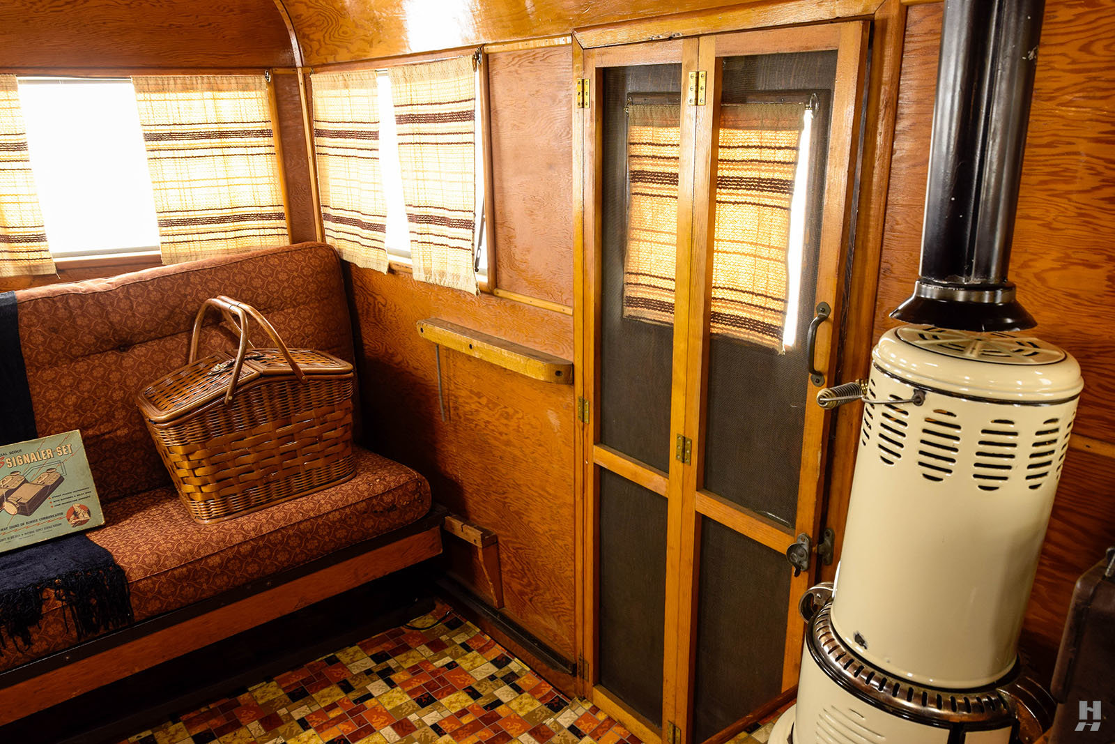 1934 Covered Wagon Camping Trailer For Sale (picture 6 of 6)