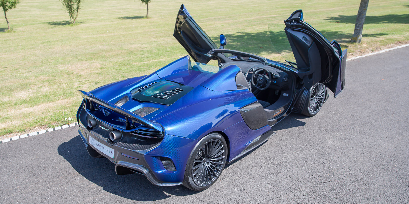 2012 McLaren 675LT Spider Carbon Series in Metallic blue clear For Sale (picture 3 of 6)