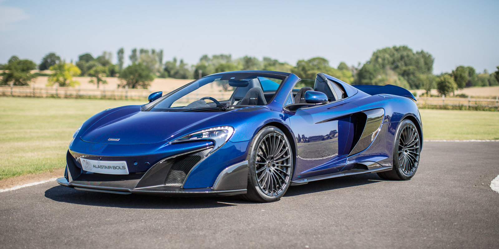 2012 McLaren 675LT Spider Carbon Series in Metallic blue clear For Sale (picture 5 of 6)