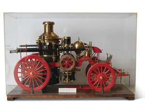 American LeFrance Steam Fire Engine, 18 Scale Model, ca. 190 For Sale by Auction