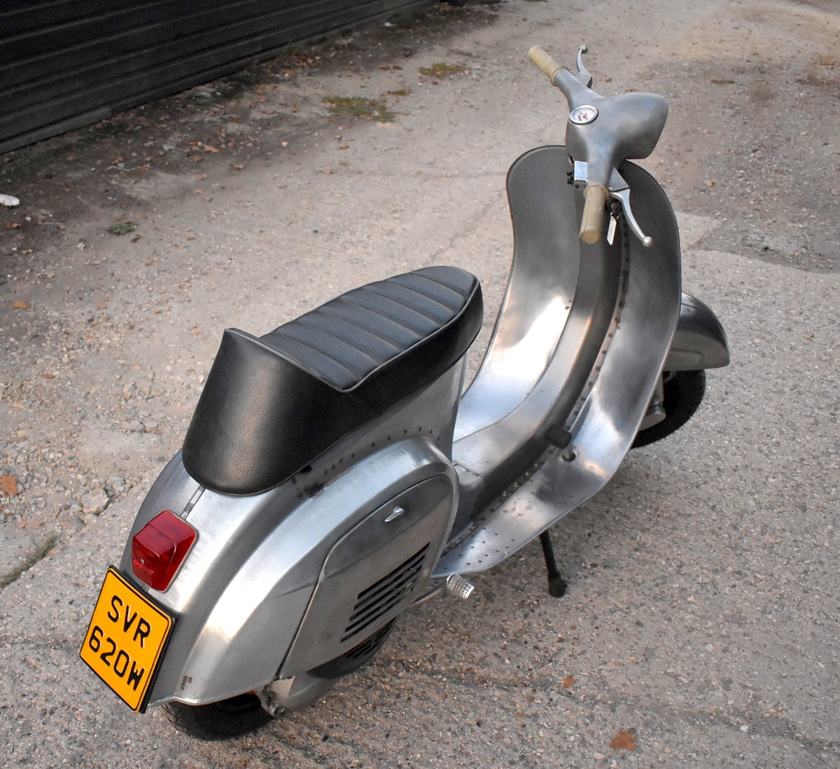 1981 PIAGGIO VESPA 100 - FULLY RESTORED - FINISHED IN RAW STEEL For Sale (picture 2 of 6)