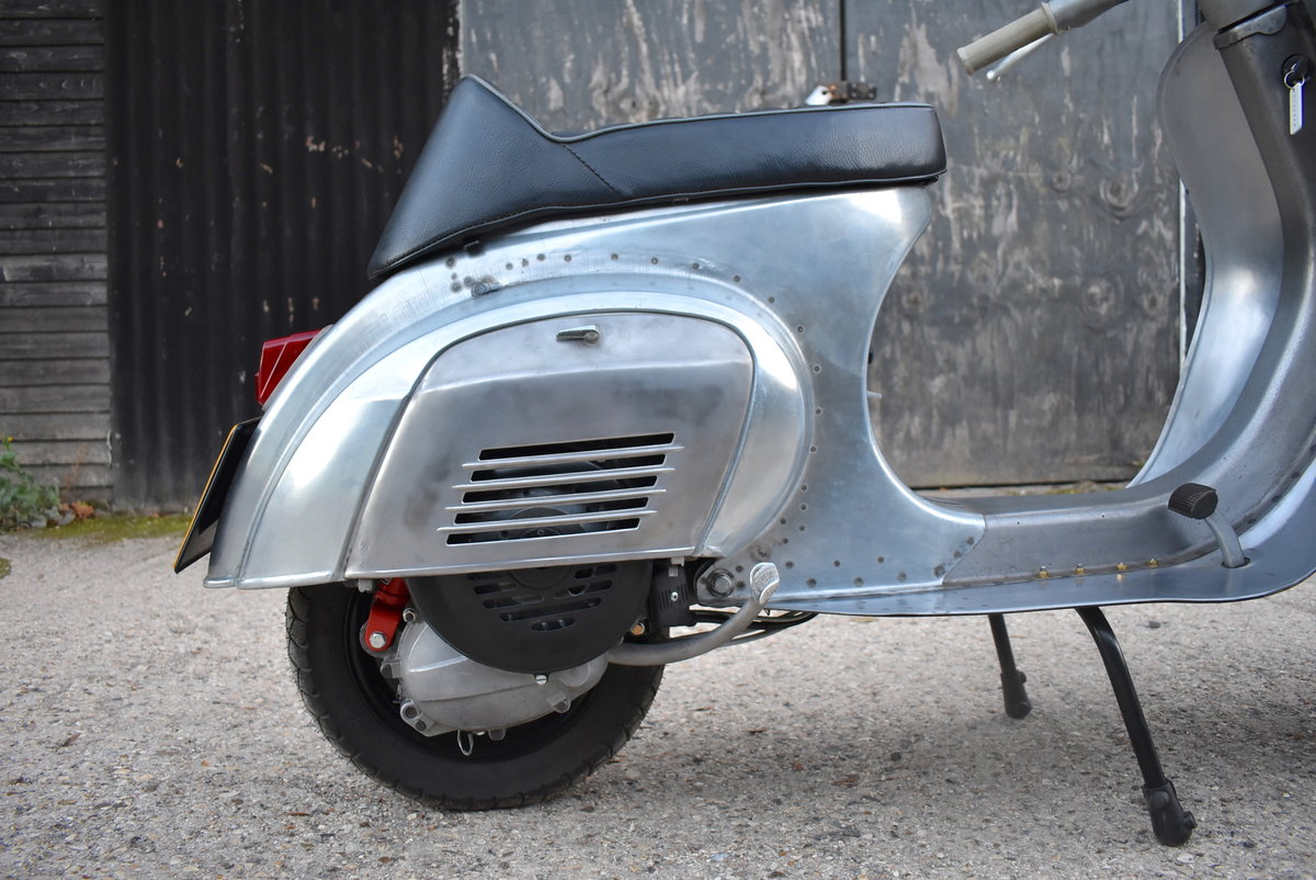 1981 PIAGGIO VESPA 100 - FULLY RESTORED - FINISHED IN RAW STEEL For Sale (picture 3 of 6)