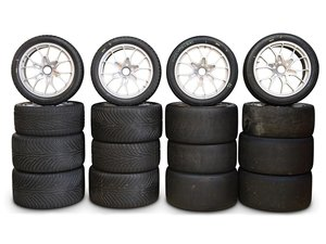 Ferrari 488 Challenge Wheels and Tyres For Sale by Auction