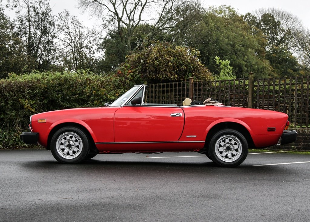 1984 Pininfarina Spider Azzurra SOLD by Auction (picture 3 of 6)