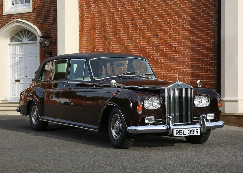 1976 Rolls-Royce Phantom VI Limousine by Mulliner Park Ward SOLD by Auction (picture 2 of 6)