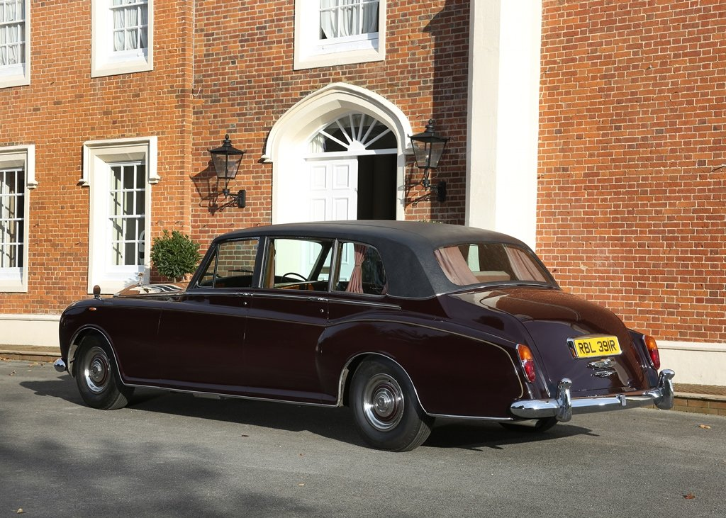 1976 Rolls-Royce Phantom VI Limousine by Mulliner Park Ward SOLD by Auction (picture 4 of 6)