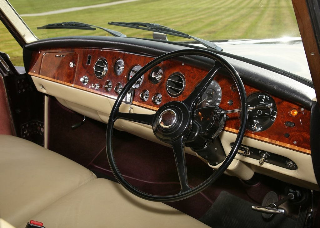 1976 Rolls-Royce Phantom VI Limousine by Mulliner Park Ward SOLD by Auction (picture 5 of 6)