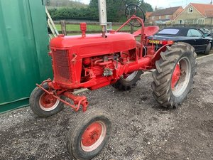 0000  Farmall Cub Tractor SOLD by Auction