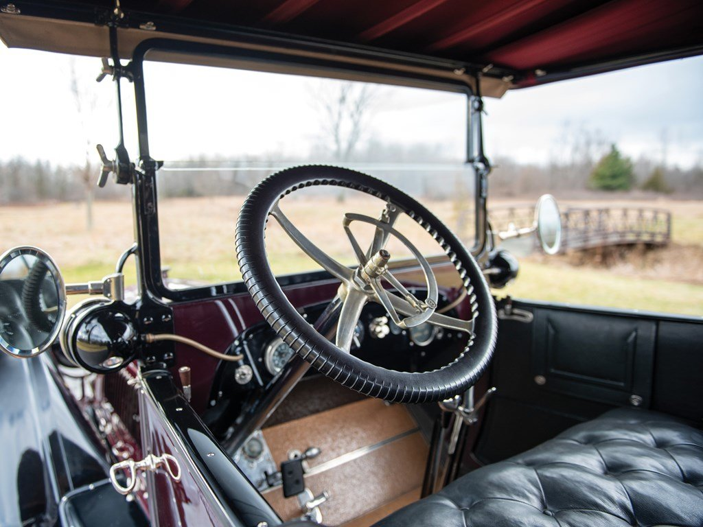 1915 Lozier Type 82 Seven-Passenger Touring  For Sale by Auction (picture 4 of 6)