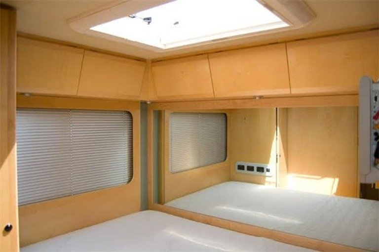 2004 UltraMobile Super Nova Luxury Motorhome For Sale (picture 3 of 6)
