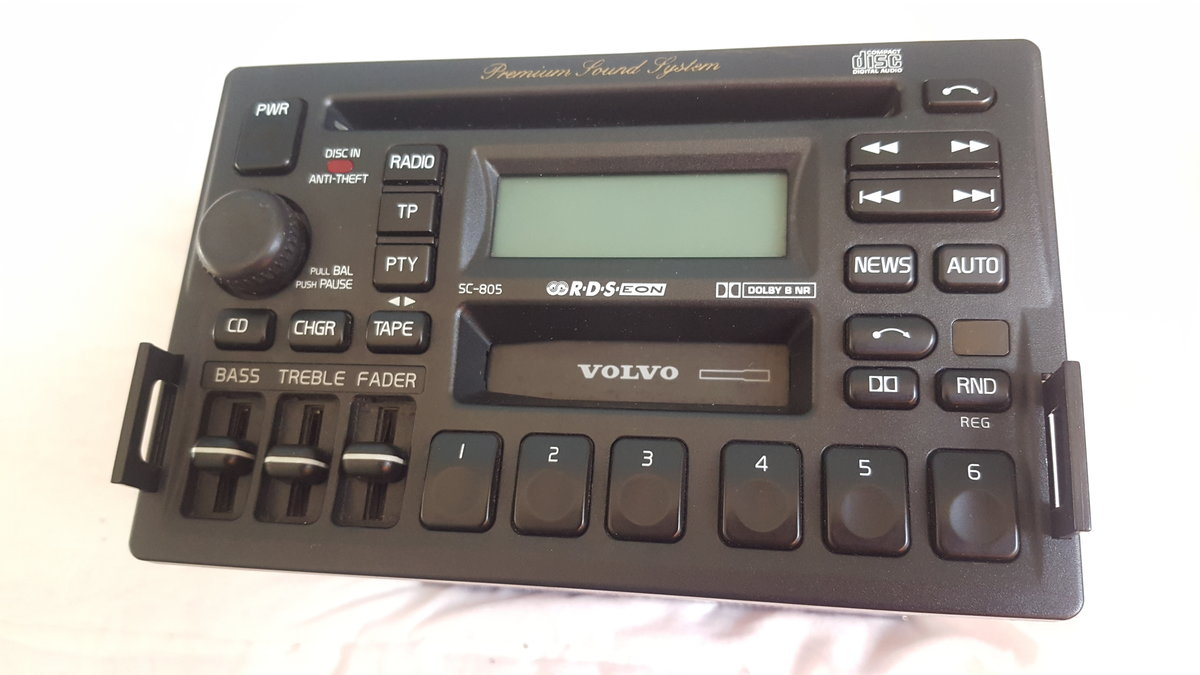Volvo 850 radio cassette and CD player all in one  For Sale (picture 1 of 6)