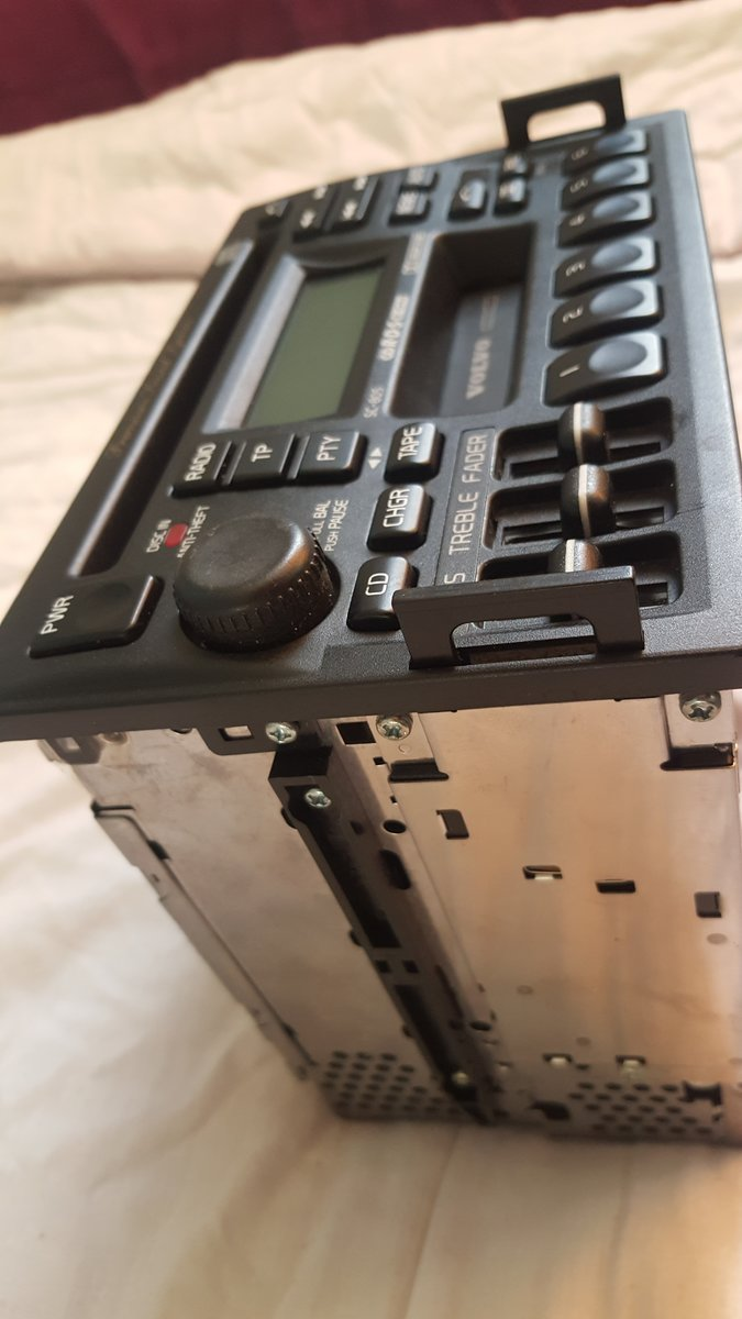 Volvo 850 radio cassette and CD player all in one  For Sale (picture 2 of 6)