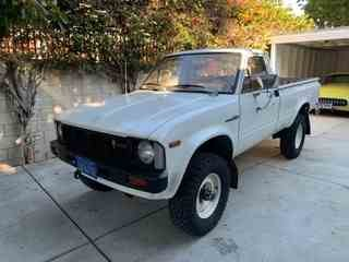 1980 Toyota Hilux Pick Up Truck 4X4 20-R Manual Tan $12.5k For Sale (picture 1 of 6)