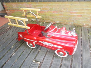 VINTAGE TRI-ANG    FIRE ENGINE CHILD  PEDAL CAR  1960