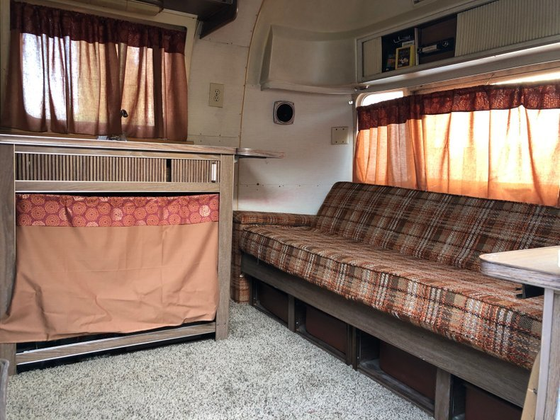 """1973 AIRSTREAM LAND YACHT 23"""" REAR BATH DOUBLE BED For Sale (picture 3 of 6)"""