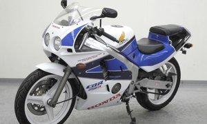 Honda CBR250R 250cc 4-cylinder w/18,000 RPM redline