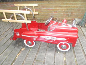 VINTAGE USA  FIRE ENGINE  PEDAL CAR HEAVY